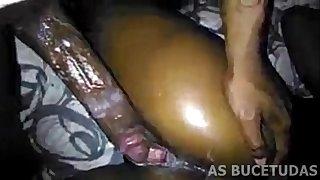 Negona Arregaçada por Negão Cavalo - AS BUCETUDAS
